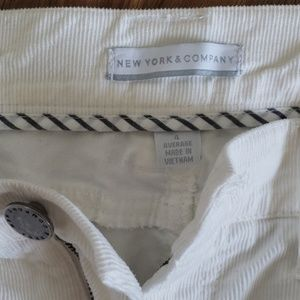 New York & Company size 4 white corduroy jeans